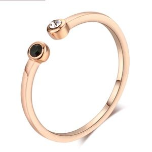 Jewelry - Chic Rose Gold Dainty Ring size 6